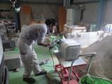 石材を削っています